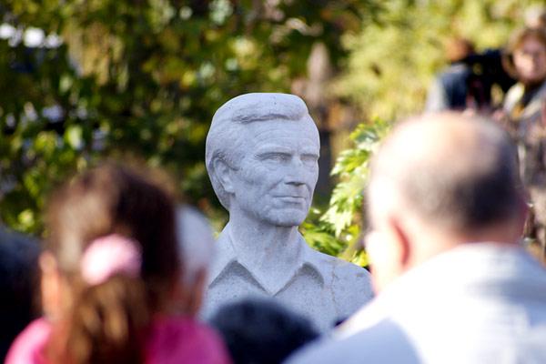 Zenthe Ferenc szobra Salgóbányán