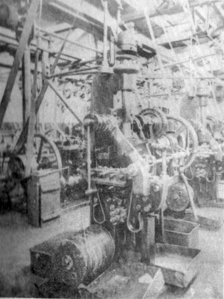 Az első szeggyártó gépek